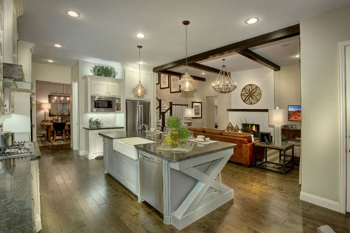 Another model kitchen with great accent pieces.